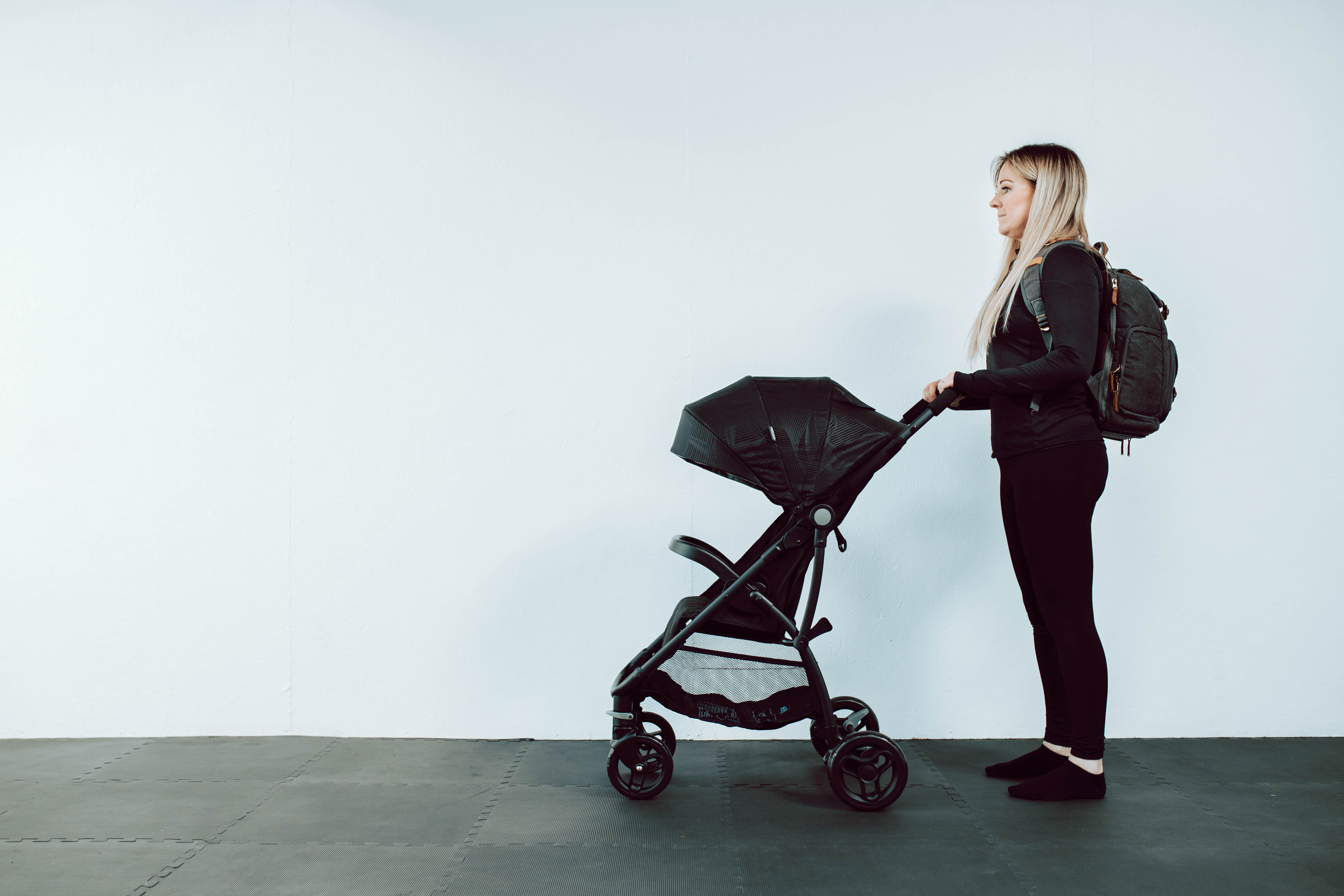 Mother with good pushchair posture